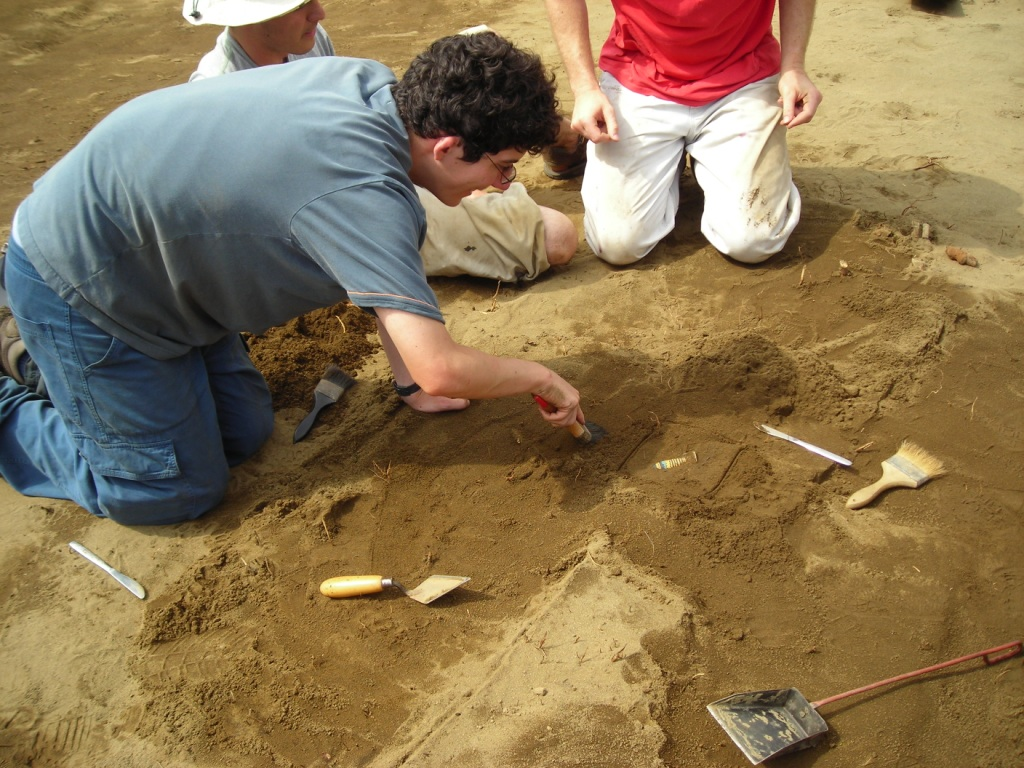 Images of excavation in 2006